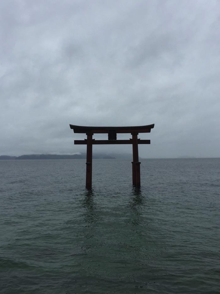琵琶湖に浮かぶ白鬚神社の湖中鳥居 (滋賀県高島市)
